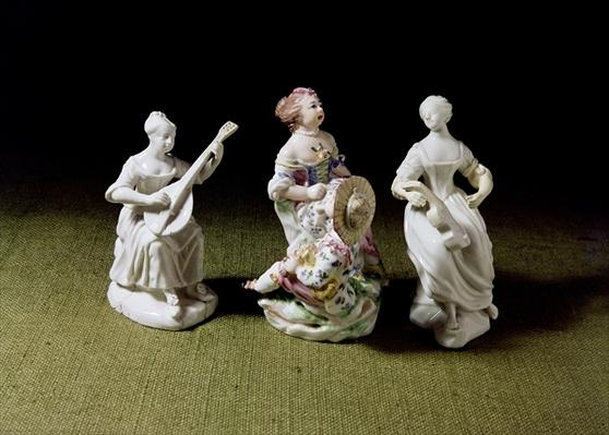 Mennecy porcelain group of a singer, lutist and guitarist