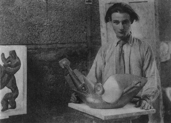Henri Gaudier-Brzeska with his sculpture 'Bird Swallowing Fish' in Kettle's Yard, University of Cambridge, 1914