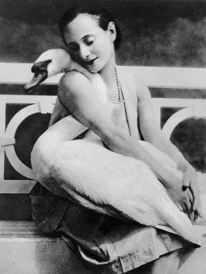 Anna Pavlova with her pet swan Jack, c.1905