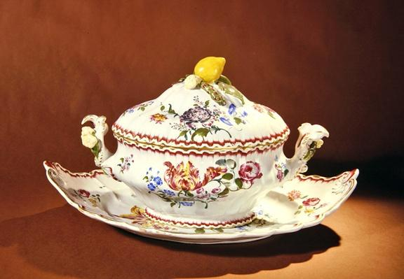 Soup tureen and serving Dish