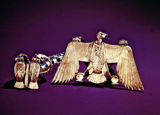 Necklace with vulture pendant, from the tomb of Tutankhamun, New Kingdom
