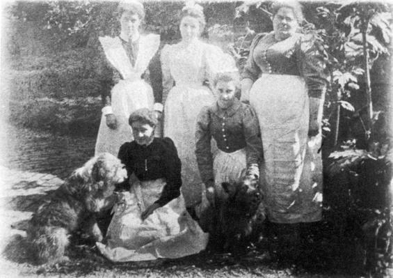 Sophia Farrell and maids, 1899