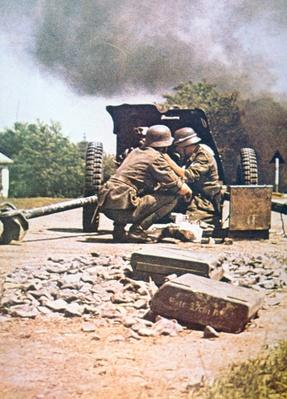 WW2 German anti-tank gun, panzerjaeger, in action
