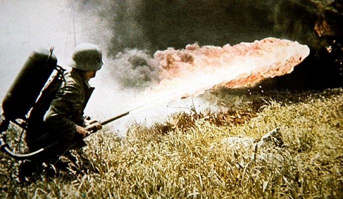 WW2 German flame-thrower in action