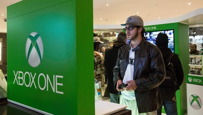 Mirosoft's New X-Box Holds Midnight Sales Launch In New York's Times Square | Home Entertainment Technologies