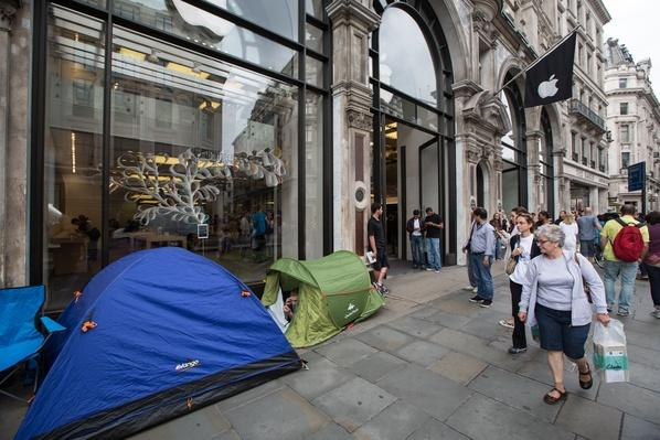 Apple Fans Start Queuing For iPhone 6 | The Study of Economics