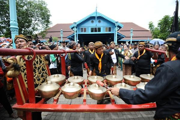 Indonesia Celebrates The Birth Of Prophet Mohammad | Musical Instruments