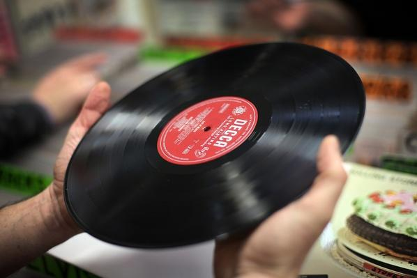Record Enthusiasts Gather At Musicmania Record Fair 2015 | Home Entertainment Technologies