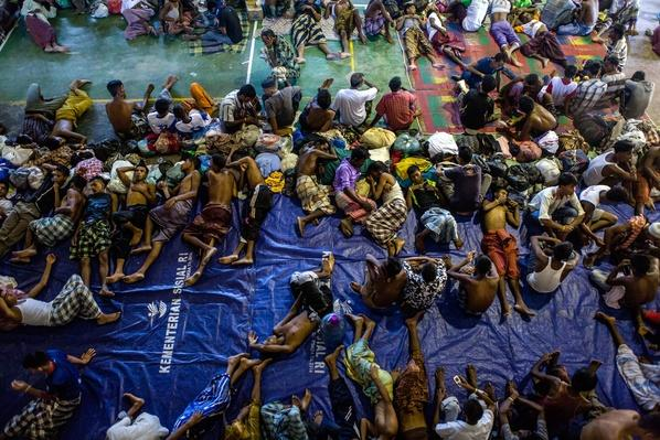 Boats Carrying Hundreds Of Rohingya Refugees From Myanmar | Conflicts: Burma