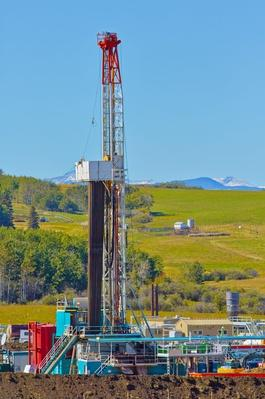 Oil and Gas Drilling Rig in Foothills | Earth's Resources
