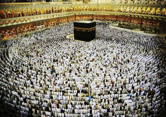 Kaaba in Mecca, Muslim people praying together at holy place | World Religions: Islam