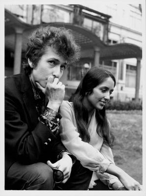 Bob Dylan And Joan Baez | 20th Century Music Icons