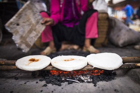 Grilling Sticky Rice Cake on Hot Coals | Earth's Resources