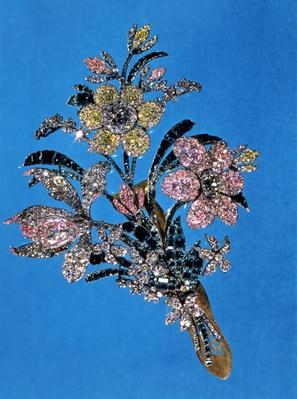 Brooch in the form of a large bouquet with brilliant cut diamonds and emeralds, c.1760