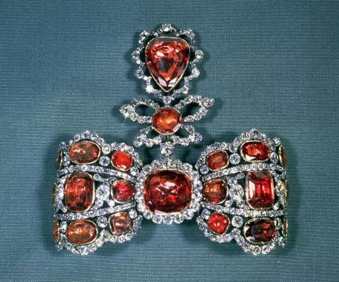Bow brooch set with brilliant cut diamonds and spinels, by Pfisterer, 1764