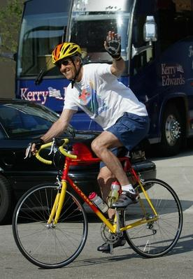 WI: Kerry Campaign Tours The Midwest | U.S. Presidential Elections 2004
