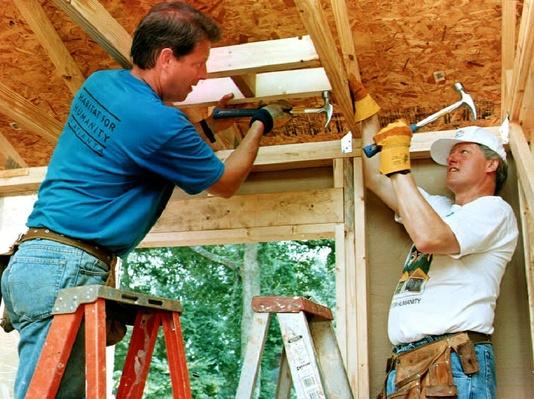 Democratic Presidential Candidate Bill Clinton and Running Mate Al Gore Volunteer for Habitat for Humanity | U.S. Presidential Elections: 1992