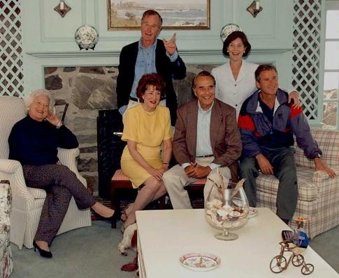 Republican Presidential Candidate Bob Dole and Wife Elizabeth Pose With Former President George H.W. Bush & Family | U.S. Presidential Elections: 1996