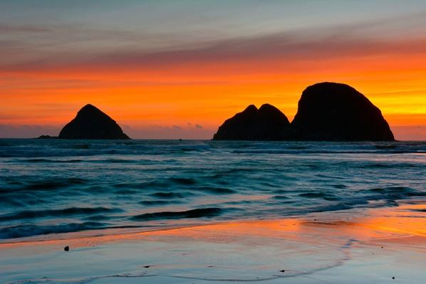 Three Arch Rocks - Oregon, USA | Earth's Surface