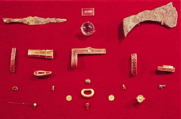 Selection of jewellery and weapons from the Treasure of Childeric