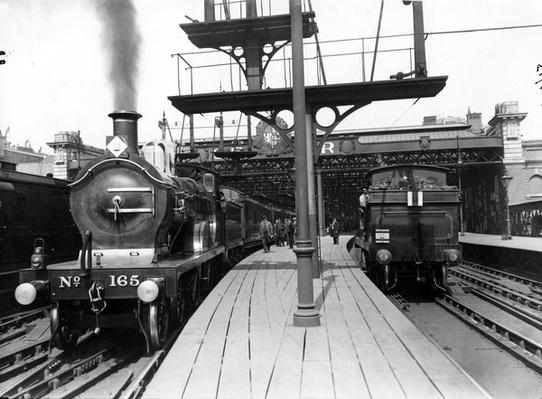 Platforms at Charing Cross Station, 1913