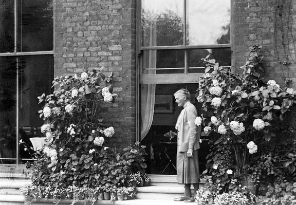 Gulielma Lister at her home, Sycamore House, Leytonstone, c.1930