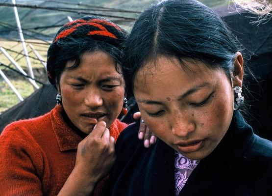 Sisters in a Nomadic Camp | Global Oneness Project