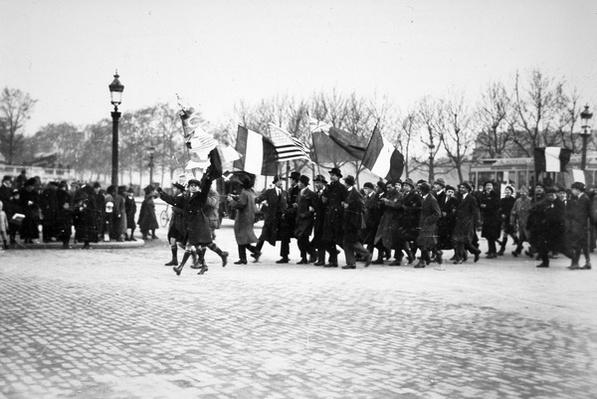 The public rejoice in the Place de la Concorde, Paris, 11th November 1918