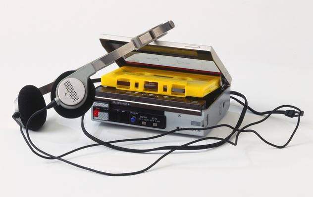 Personal stereo with cassette tape and headphones | Home Entertainment Technologies