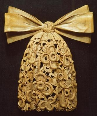 Woodcarving of a cravat