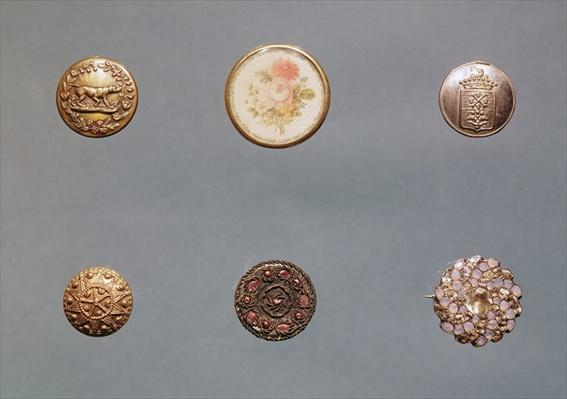 Collection of buttons, late 18th century to early 19th century