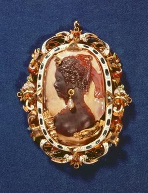 Cameo bearing the profile head of the goddess Diana, with a drop-pearl earring, the gilt frame decorated with semi-precious stones and white and blue enamel