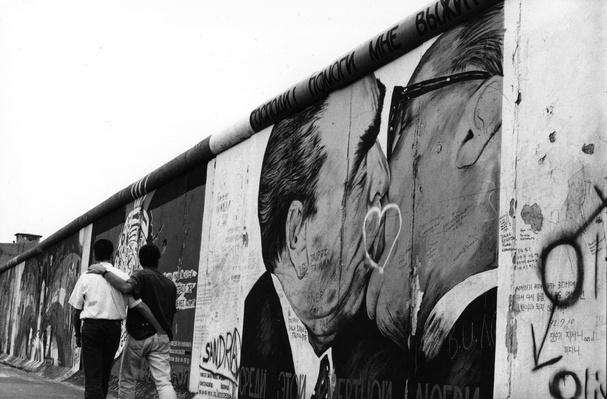 Berlin Wall | Berlin Wall | The 20th Century Since 1945: Postwar Politics