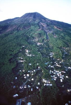 Houses Dangerously Close to Mount Vesuvius | Earth's Surface