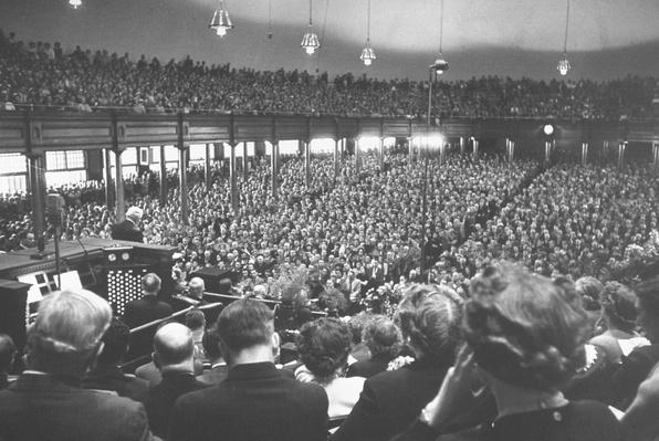 Crowds filling the dome- topped tabernacle | World Religions: Mormonism