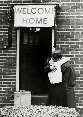 A British soldier kisses his wife on his return | World War II