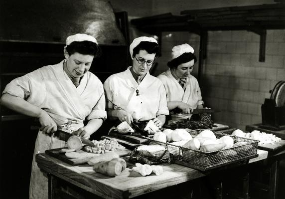 World War Two - ATS women preparing vegetables for the troops | World War II