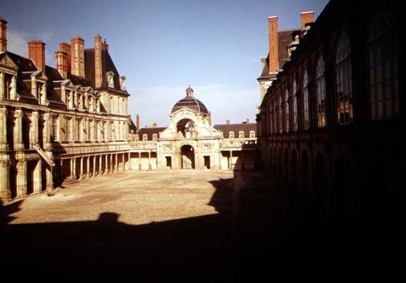 View of the Cour de l'Ovale and the baptistry of Louis XIII