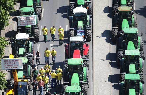 German Farmers Protests For Agriculture Crisis Solution | Agriculture and Forestry