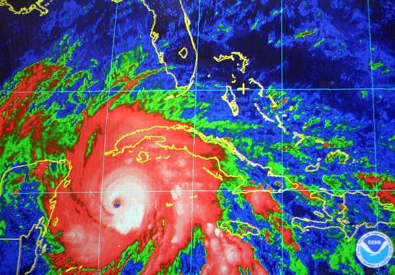 National Hurricane Center   Natural Disasters: Hurricanes, Tsunamis, Earthquakes