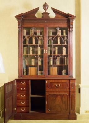 Broken pedimented bureau bookcase, by Chippendale, 18th century