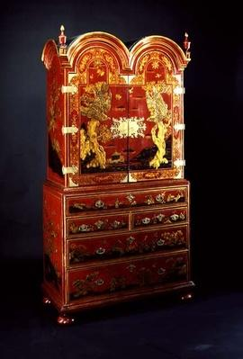 Queen Anne cabinet on chest, 18th century