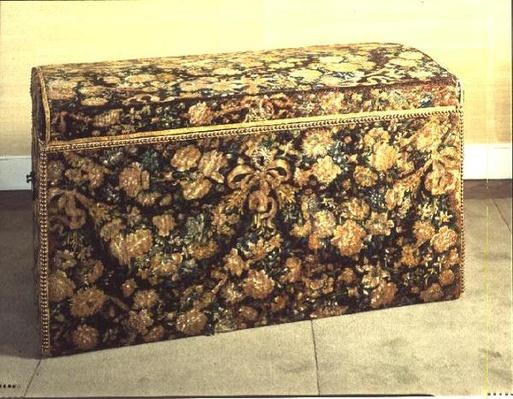 Henry III coffer, embroidered, 1590