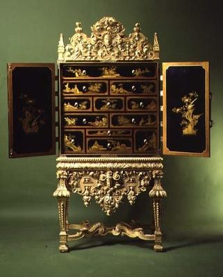 Chinese export lacquer cabinet and stand of gilt gesso in the French style, English, 17th century