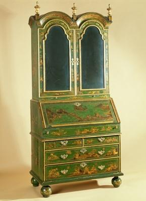 Queen Anne bureau cabinet with ball feet, c.1710