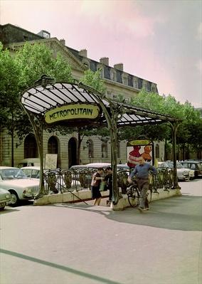 View of the entrance to the Hotel de Ville Metropolitain, 1899-1904