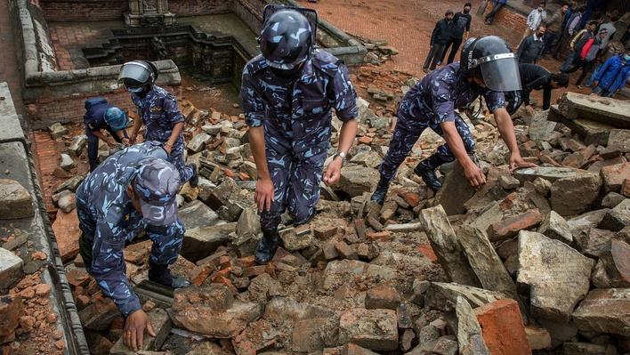 Nepali Soldiers Clear Rubble From Durbar Square | Global Oneness Project