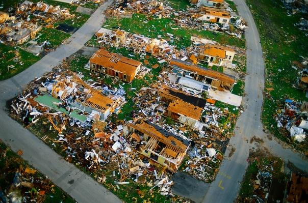 Trailer homes destroyed by Hurricane Andrew, Florida [1992] | Natural Disasters: Hurricanes, Tsunamis, Earthquakes