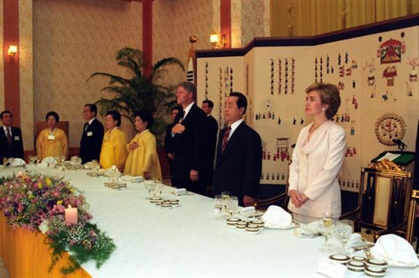 Clintons with South Korean President Kim Young-sam and  Son Myeong-sun