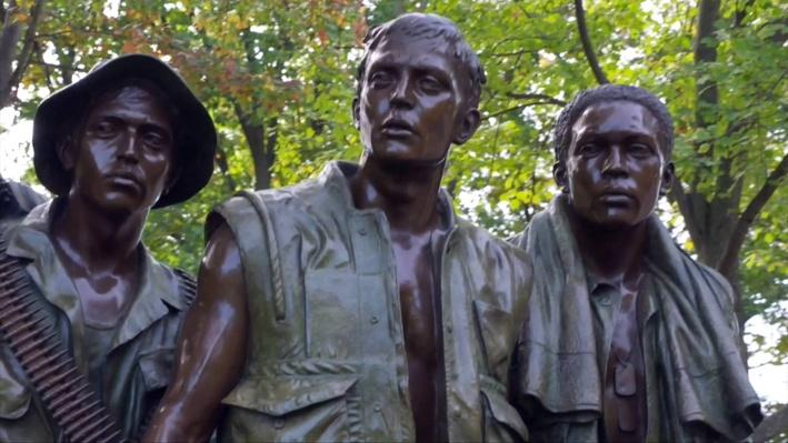 Color photo of The Three Soldiers statue
